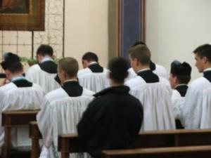 _Public_art17429_Seminaristi e Sacerdoti dell'Istituto di Cristo Re(1)